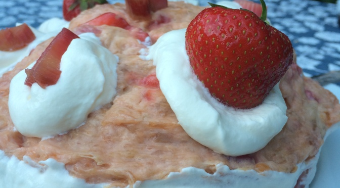 Gluten and lactose-free strawberry-rhubarb pie